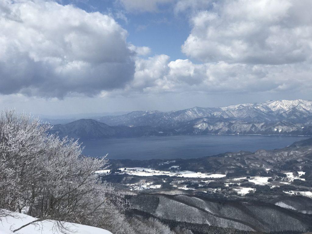 霧氷と田沢湖を眺めながら・・・