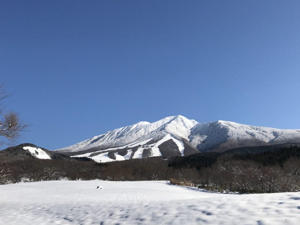 青空に映える雪山がキレイだー!